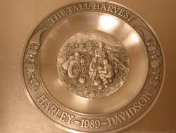 ""\""""A Fall Harvest"""" Pewter Plate""250|188|?|en|2|1a753d943e4218af49e30ac8df40831a|False|UNLIKELY|0.3099072277545929