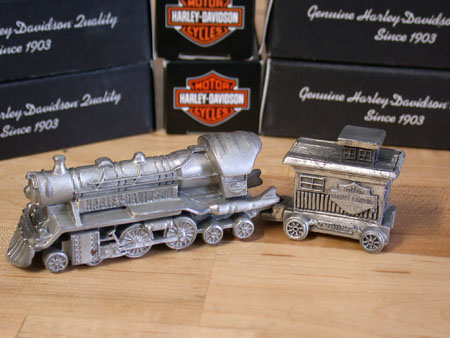 07 HD Mini Pewter Train Engine and Caboose